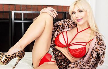 Victoria Lobov – Victoria Lobov: Die blonde Bombe (PornMegaLoad)