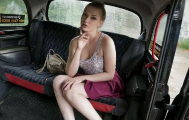 Lucy Heart – Hot Russian Tries Englische Wurst (FakeTaxi)
