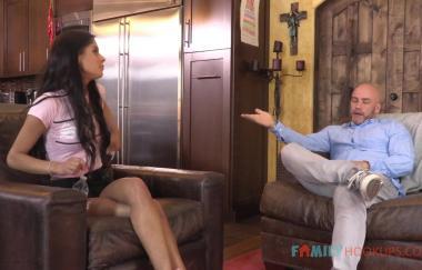 Katya Rodriguez – Katya Rodriguez fickt ihren älteren weißen Stiefvater (FamilyHookups)